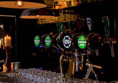Cafe 100 bar